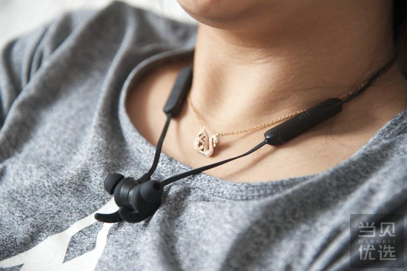 只要颜值?这款JEET蓝牙耳机W1可能不会适合你……