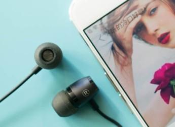 不听催婚,用一个简单耳机堵住耳朵,试试这款不到百元的