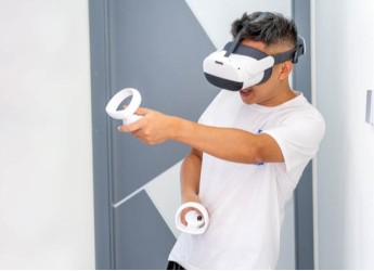 Pico Neo 3 VR一体机评测:能玩游戏能看电影带你体验什么叫沉浸