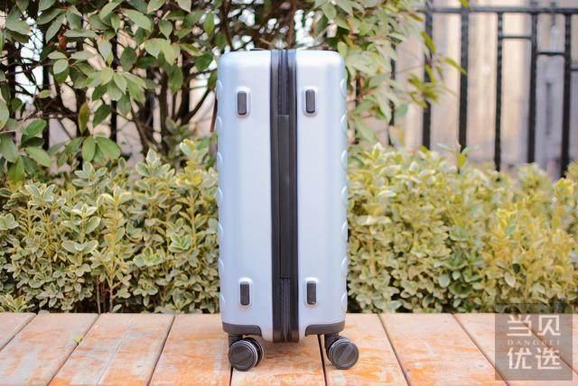 小米旗下热卖30万爆品:超高性价比90分行李箱评测