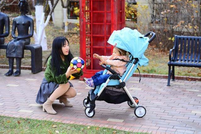 小米上新黑科技婴儿车,重力感应自动收车,出门溜娃回头率妥妥的
