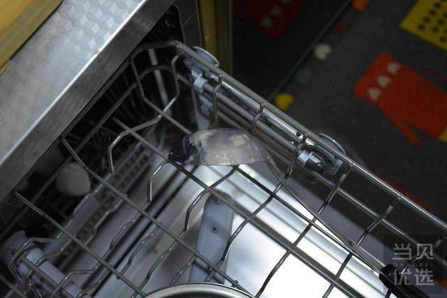 实测1999元米家首款洗碗机,清洗装剩米不锈钢盆和泡面碗光亮如新