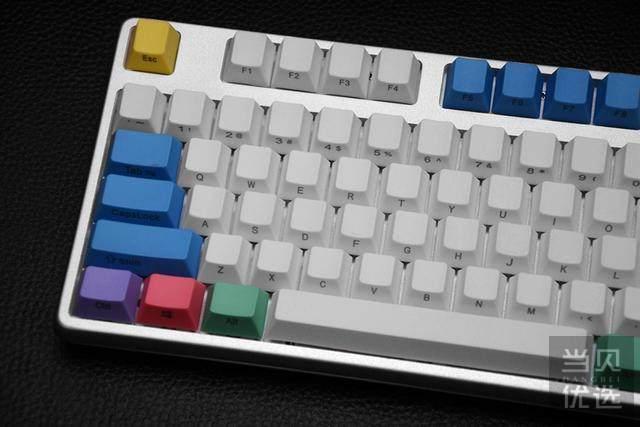 """这把键盘让人想起曾经的校园时光,以及老师那精准的""""小李飞刀"""""""